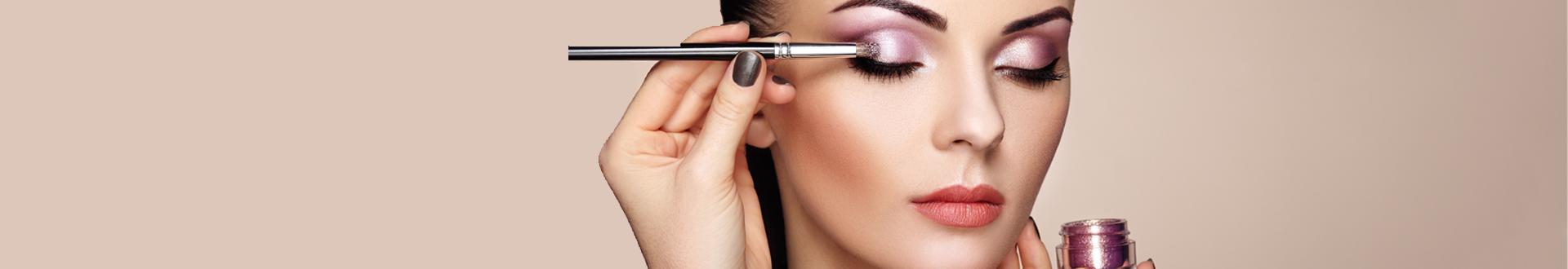 Découvrez le maquillage naturel et Bio de chez Dermaclinic, Audrey vous propose pour une mise en beauté le maquillage Bio chez ZAO, qui prend soin de votre peau et de la nature.